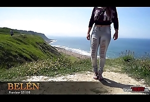Amateurish teen showing cameltoe anent mean jeans